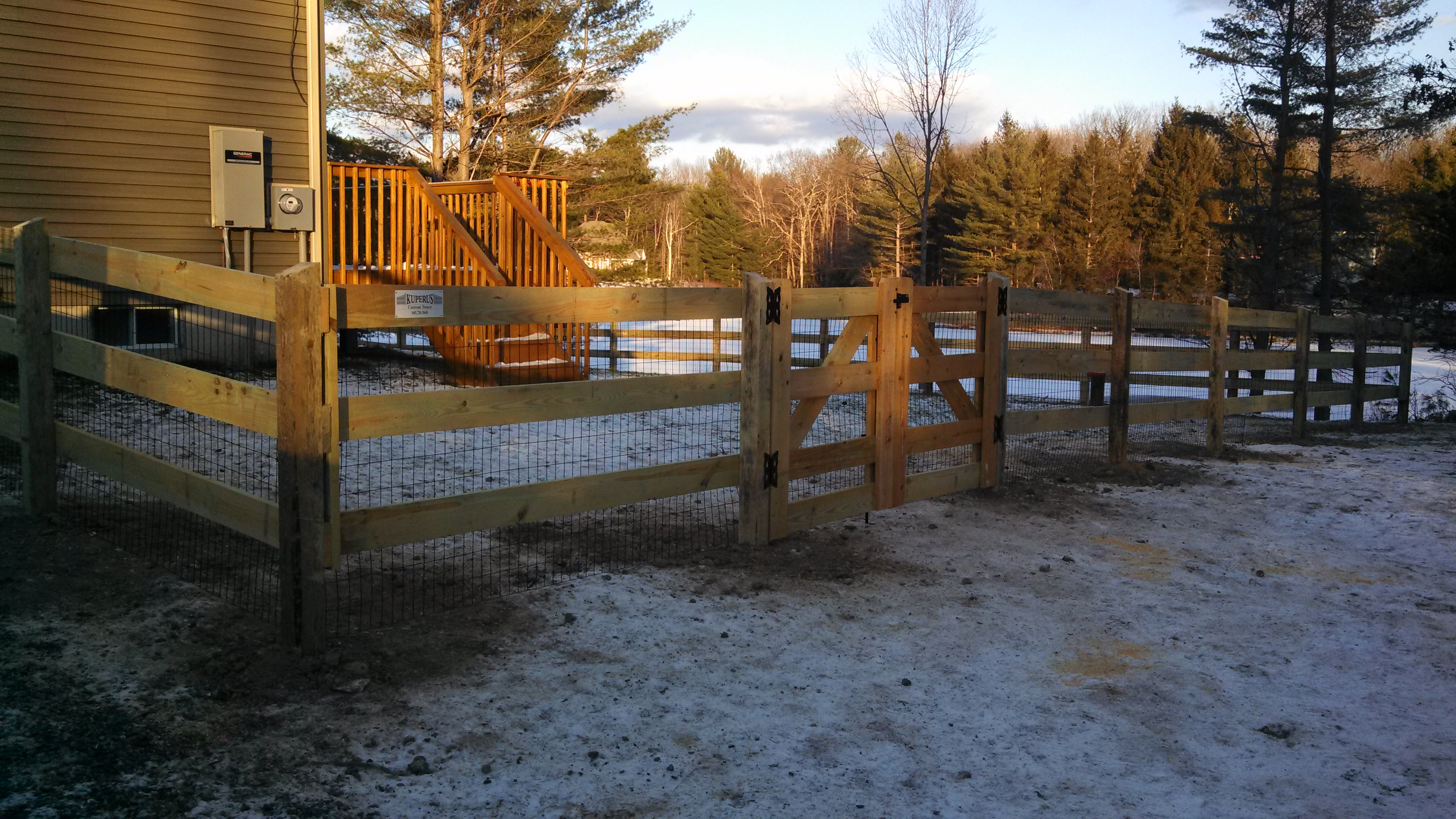 3 Rail Horse Fence With 8′ Gate