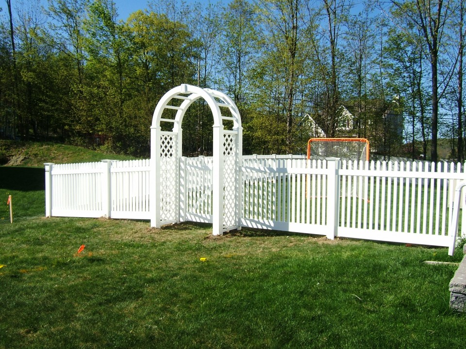 Classic Picket With Arbor