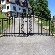 Estate Gate E-2 With Ivy Panels
